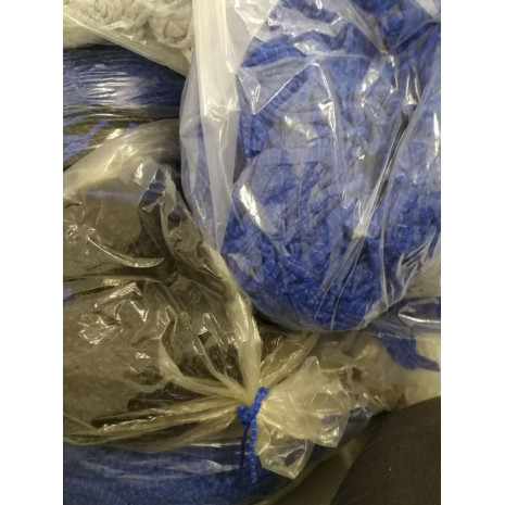 Ořezy okrajů rolí - provázky - stř.modré s 1mm šedým proužkem